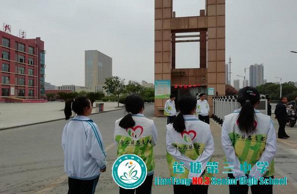 莲塘三中团员开展志愿服务活动